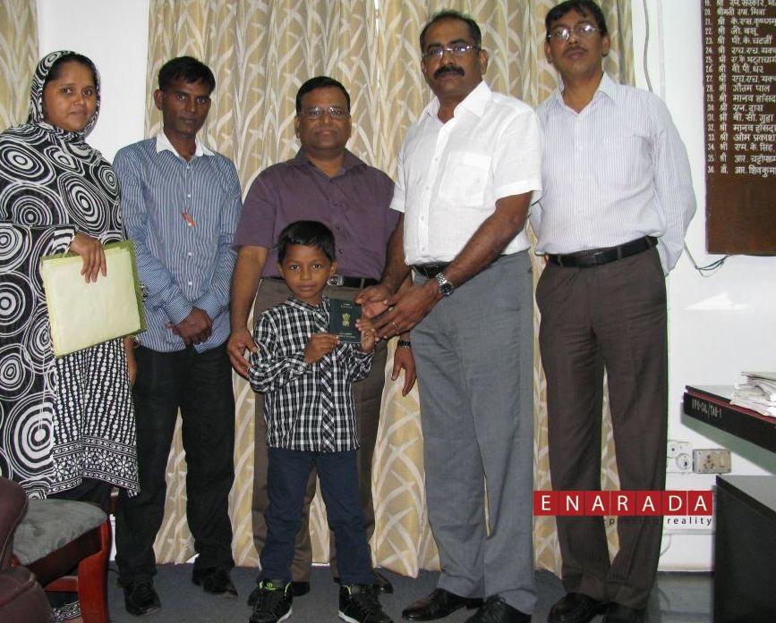 Master Adnan Raja with his family and Dr. R. Sivakumar, RPO, Kolkata.