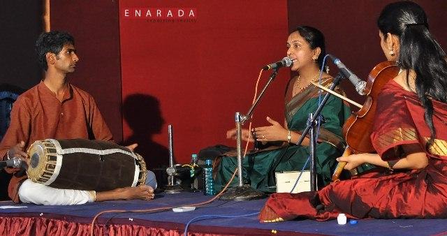 carnatic-vocal-classical-music-performance-by-smt-k-vrinda-acharya.-kkum-aditi-on-violin-and-radesh-mysore-on-mridangam