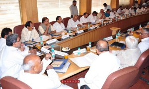 Karnataka Chief Minister Mr Siddaramaiah and Members of Parliament from Karnataka had a Breakfast Meeting regarding Cauvery Water Issue at Karnataka Bhavan in New Delhi on June 10. Union Ministers Mr D V Sadananda Gowda, Mr Ananth Kumar, Mr M Venkaiah Naidu, Mr G M Siddeswar, Former Prime Minister Mr H D Deve Gowda and other Members of Parliament are also seen. Photo:  M M Joshi