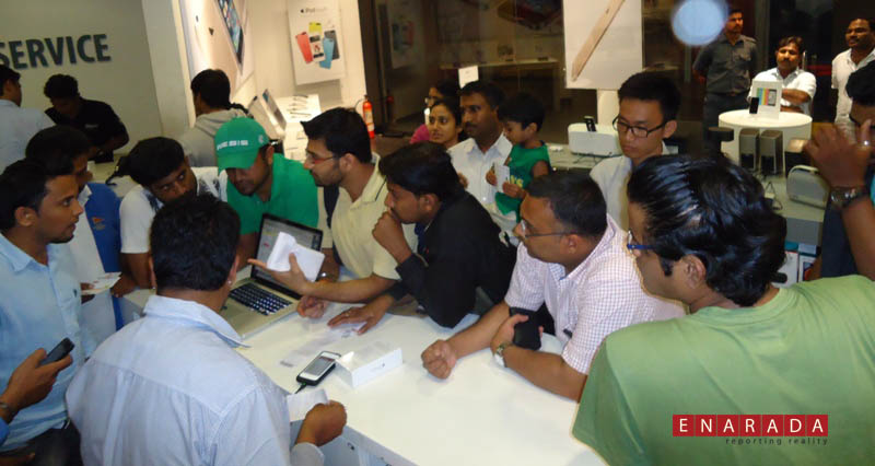 iPhone 6 launch in Bangalore midnight october 16, 2014