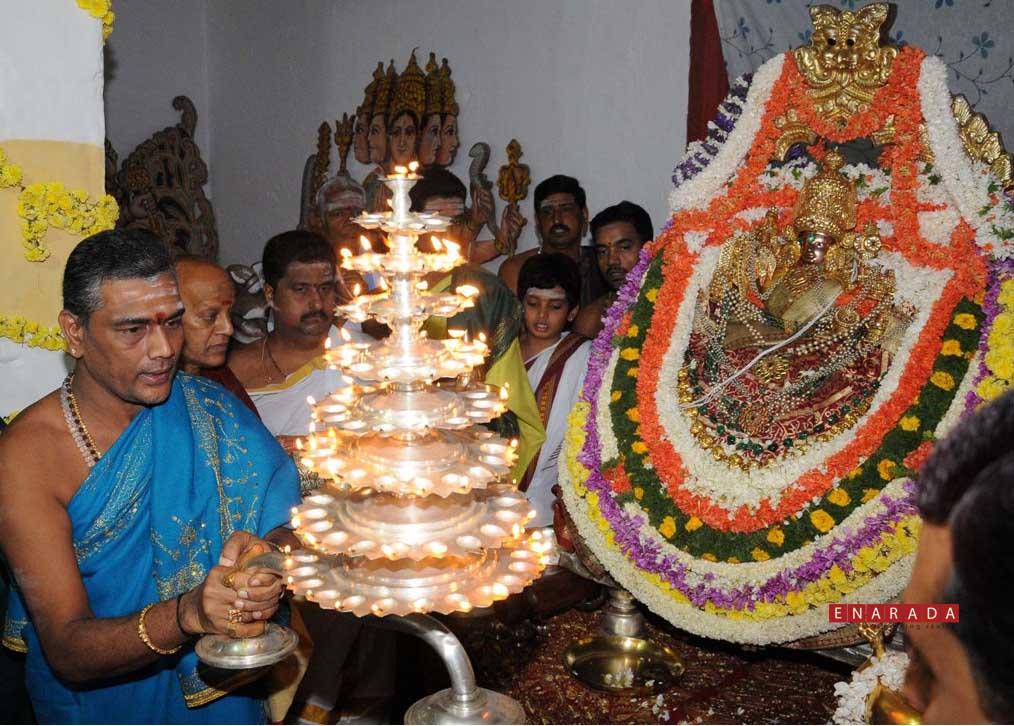 worshipping of Chamundeshwari devi, enarada.COM