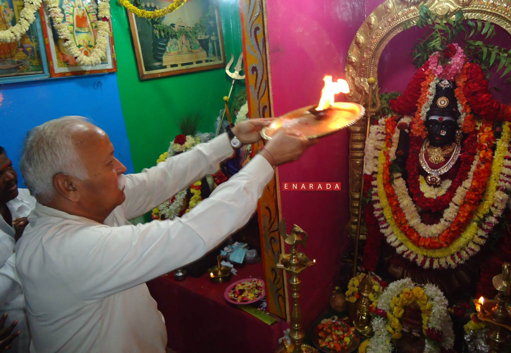 RSS Chief visited a temple in Slum in Bengaluru, Nov 14, 2014 En