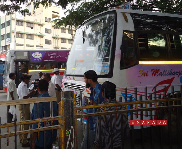 Police siezing the bus in Bangalore on 3-11-2014 www.enarada.com