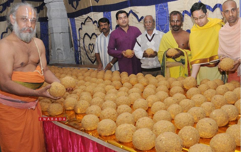 Laddu prasadam for Vaikunta Ekadashi 2015, Enarada.com