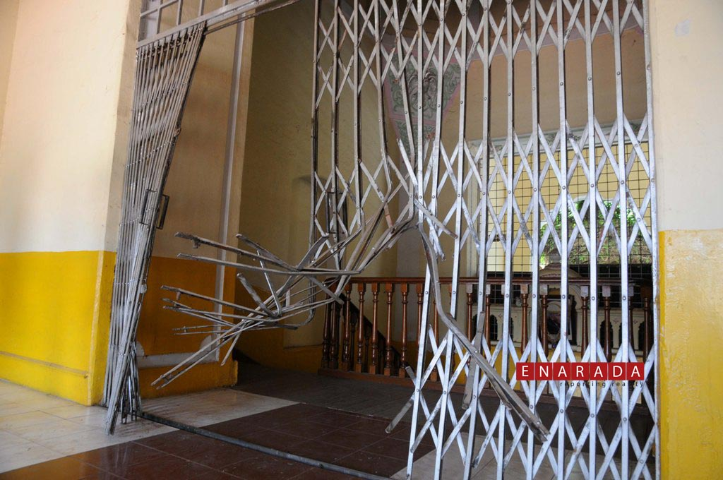 Farmers vandalise CADA office. Ph: www.enarada.com