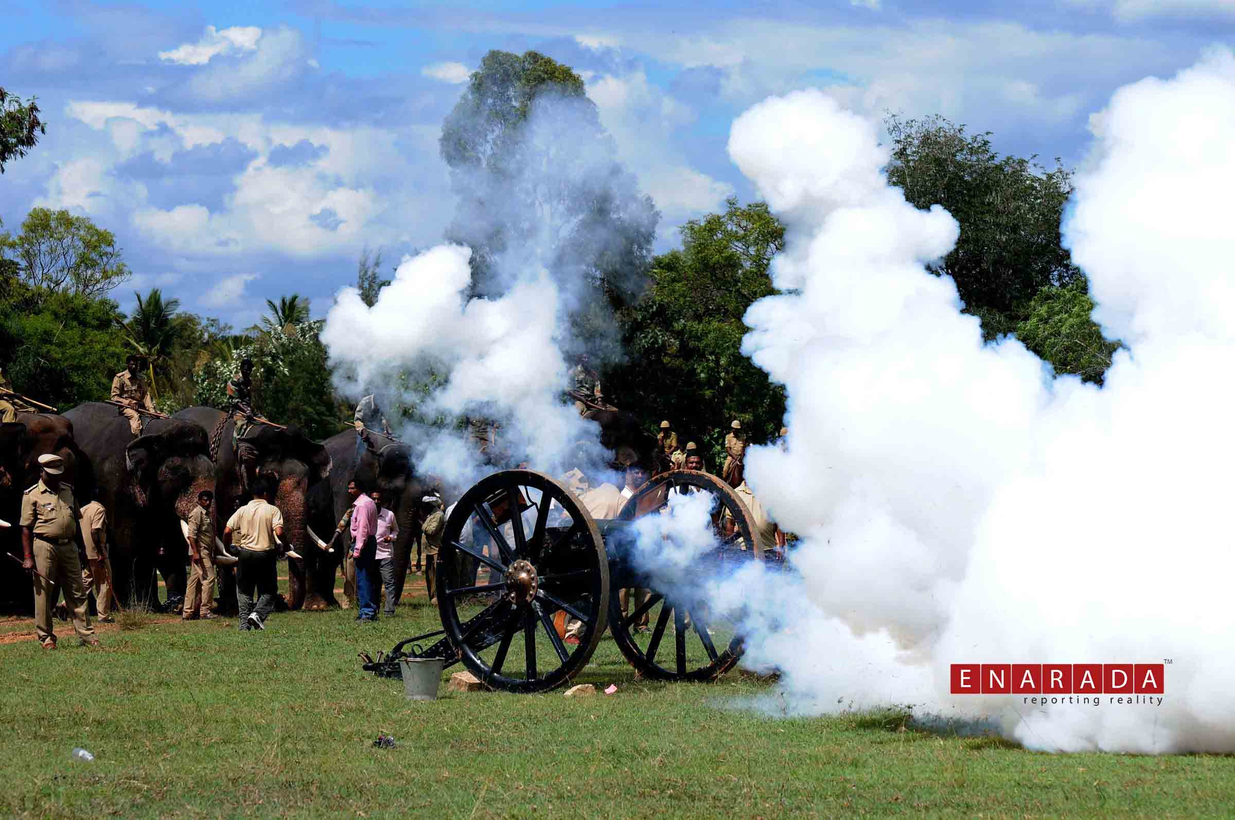 Dasara jumbos in Mysuru were witness to canon firing. Photo: WWW