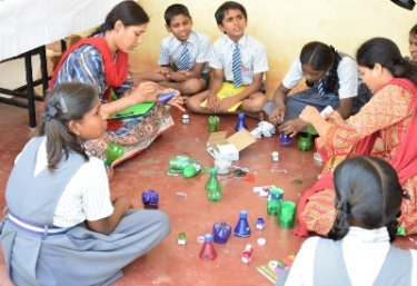Students learning how to make art out of waste from the members of the Government High School, Police Colony (GHSPC) alumni team under the Art of Giving Foundation.