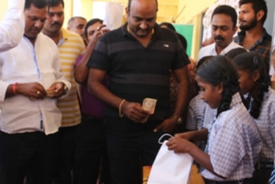 Herohalli ward Corporator Rajanna and local developers Anil and Manjunath, too were part of the visitors. They bought the items and in return gifted sporting and gardening accessories to the children.