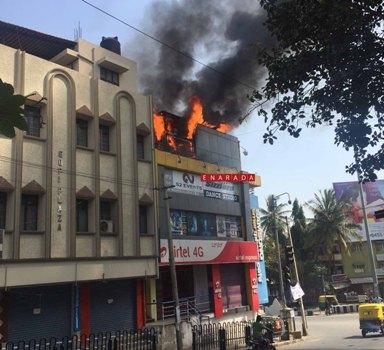 fire broke out at Rajajinagar 6th block circle on 14-2-2016. Photo by www.enarada.com