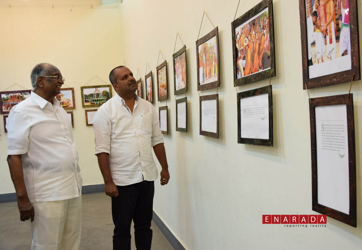 D.H.Shankarmurthy and U.T.Khadar enjoys watching photos. Ph: www