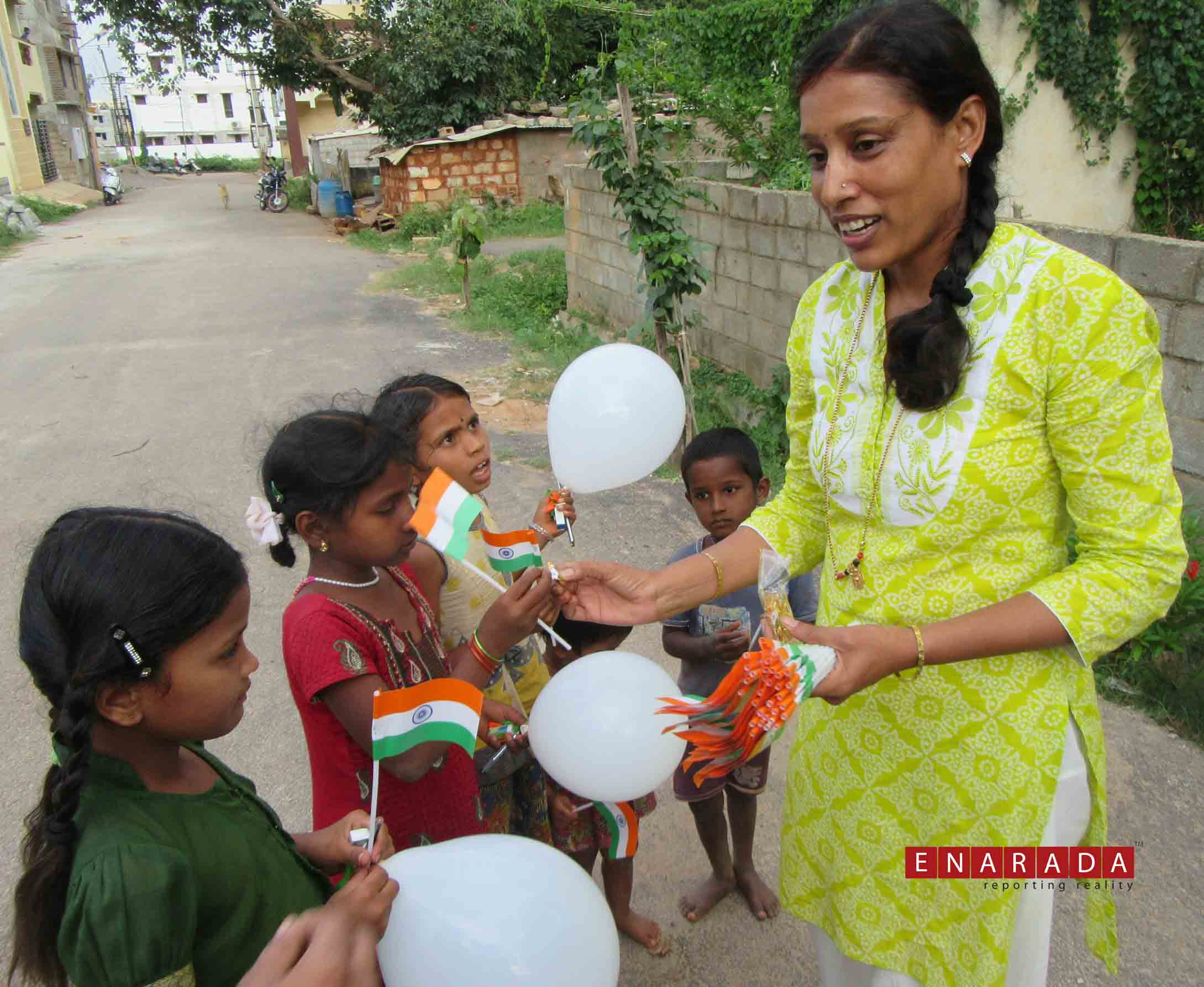 Art of Giving volunteers celebrating I-day with street kids. Ph
