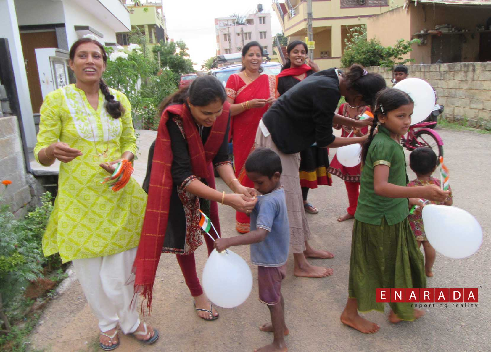 Art of Giving volunteers celebrating I-day with street kids. pho