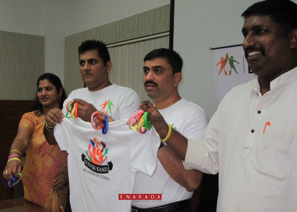 From Left to Right: Smt Malini Bhaskar of Samartha Bharata Trust, Former  Hockey Goal Keeper of India Sri Ashish Ballal, Sri Mahantesh of Samarthanam Trust, RSS Media co-ordinator Rajesh Padmar at the launch of statewide mega youth Campaign Vivek Band Campaign-2017 at Rashtrottana Parishat, Bengaluru. eNarada Picture