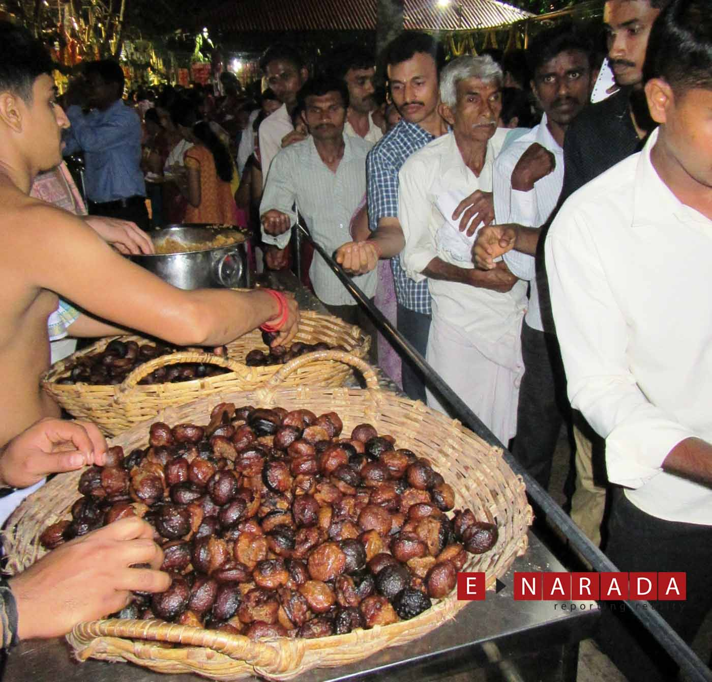 After pooja, Appa Prasadam is offered as prasadam to devotees.