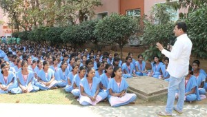 Achyuta Samanta wishing students - Copy