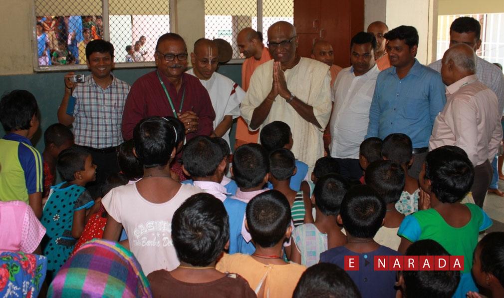 Akshaya Patra team interacting with KISS students at their campus in Bhubaneswar.