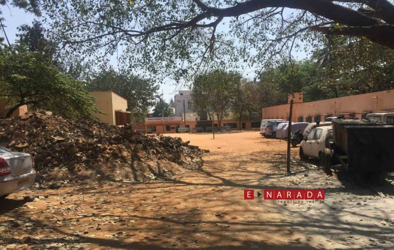 Government School turns into a dumping yard and taxi stand