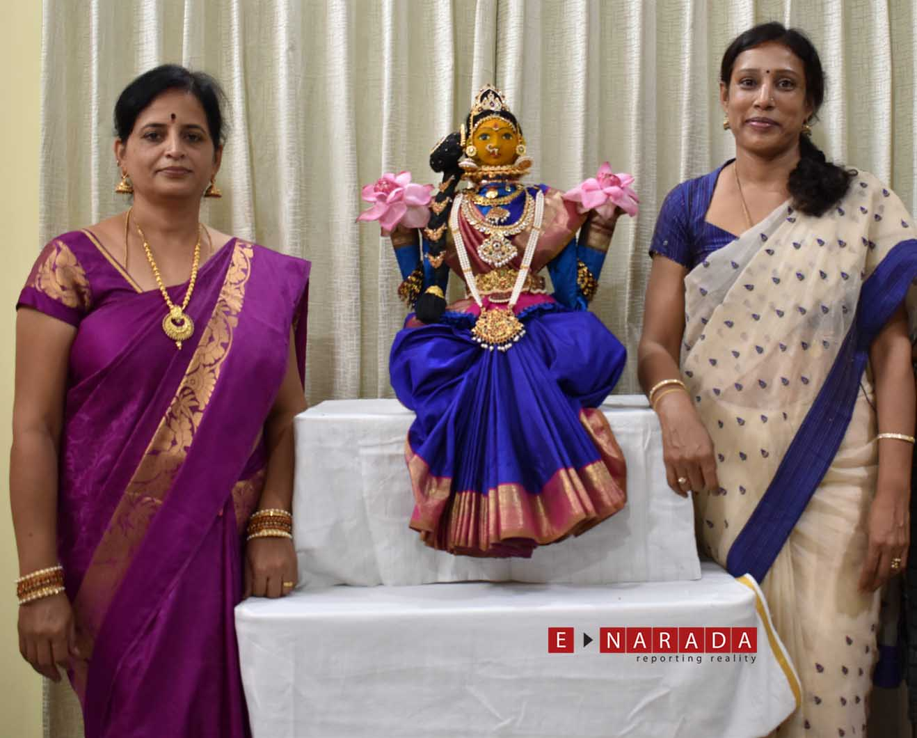 2 Bengalureans show how to drape a saree for Goddess. Video goes viral, garners 50k views on day one itself